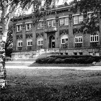 1960 photo of the Downtown Carnegie Library
